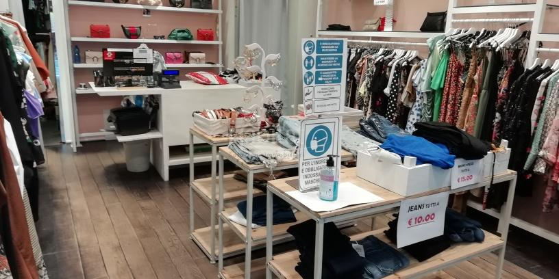 Locale commerciale via Zeffirino Re, Centro Storico, Cesena